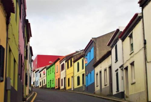 Casas coloridas, uma constante na ilha!