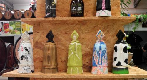 Fábrica dos licores - Mulher do Capote